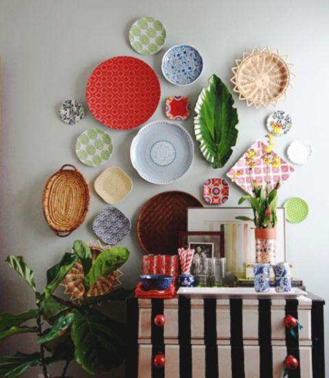 Πως θα Κρεμάσετε στον τοίχο Πιάτα ή άλλου είδους Aντικείμενα χωρίς να τα τρυπήσετε
