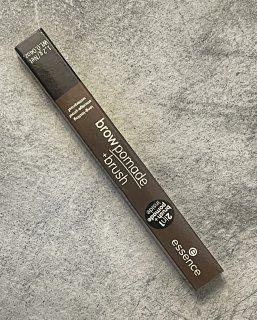 Brow pomade + brush di Essence, il prodotto definitivo per le sopracciglia?