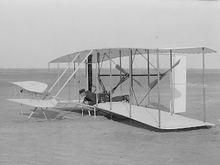 Pierwszy samolot ( maszyna latająca)