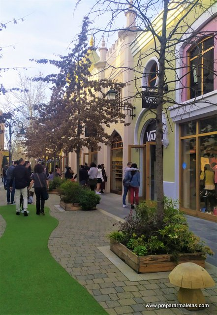 visitar las rozas village outlet en madrid