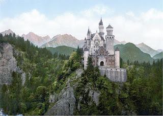 castillo en la cima de la montaña