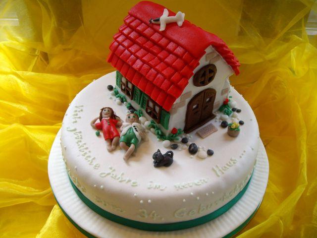 Motivtorte Haus mit glücklichem Paar, Katze und Maus