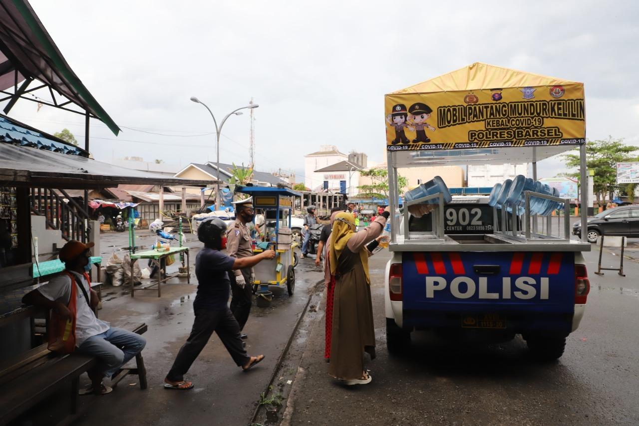 Sambut Mobil Pantang Mundur Kebal Covid-19 Polres Barsel, Masyarakat Antusias