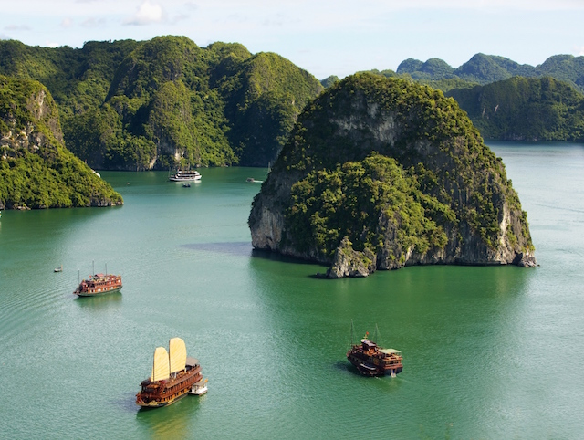 Beautiful scenes of natural wonders to be found in Ha Long Bay