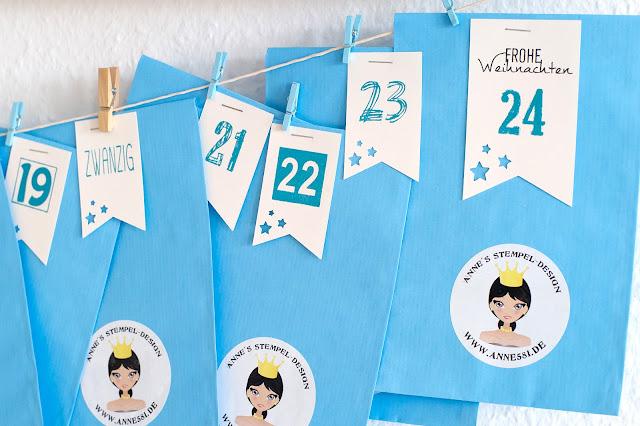 Alle Adventskalender Tüten sind von Hand mit Zahlen bestempelten Wimpeln verschlossen