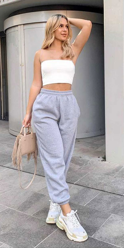 21 Fashion Forward Funky Outfits to Keep You Warm. And make you the coolest, most exciting fashionista on the scene. Winter Outfits via higiggle.com | joggers | #fashion #falloutfits #winter #joggers