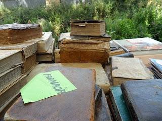 Detalle de libros antiguos en Sajazarra