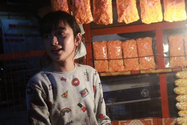 Salut, Inilah Alasan Cewek Super Cantik Penjual Popcorn Yang Sedang Viral