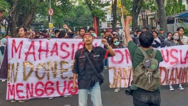 Kembali Kepung Istana, BEM SI Tuntut Cabut UU Cipta Kerja dan Kecam Tindakan Represif Aparat Negara