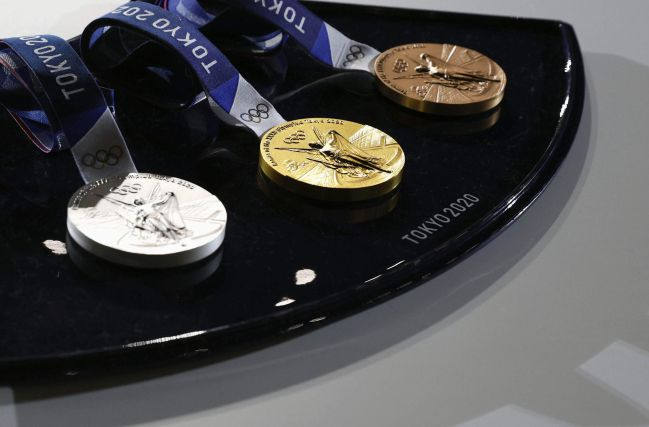 How much is a gold medal at the 2020 Tokyo Olympics? There is no doubt that the moral value of any medal in any Olympic tournament is priceless, but this does not preclude that each of them has a price value due to the value of its minerals.. How much is the gold medal in the Tokyo 2020 Olympics?