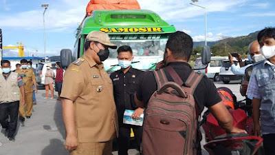 Vandiko Gultom Monitoring Pos Penyekatan di Pintu Masuk Kabupaten Samosir