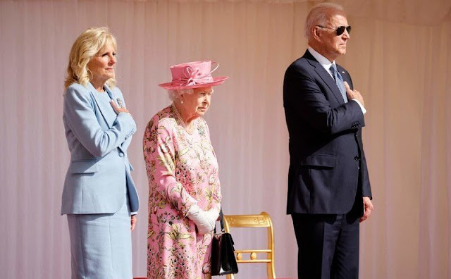 Queen Elizabeth wore a floral print dress by Stewart Parvin. First Lady wore a blue suit. The diamond Jardine star brooch