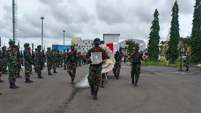 Tiba di Lombok, Jenazah Praka Anumerta Dedi Hamdani Disambut Upacara Militer