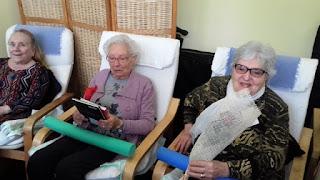 Grup de usuaris d'Aviparc amb la rosa i el llibre