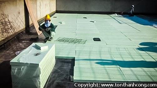 Tấm Foam XPS sử dụng kết hợp với các vật tư làm mái bằng