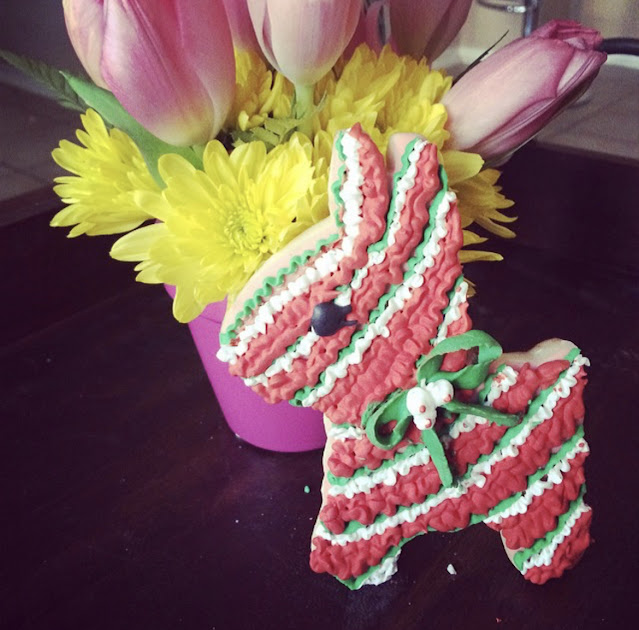 Piñata cookies to celebrate Hispanic Heritage Month @ www.thecookiecouture.com