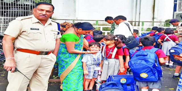 SPS की चलती वैन में लगी आग, ASP की सतर्कता से 18 मासूम बच्चों की जान बची | BHOPAL NEWS