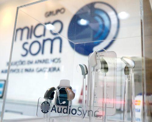 Chega a Brasília o primeiro aparelho auditivo com inteligência artificial