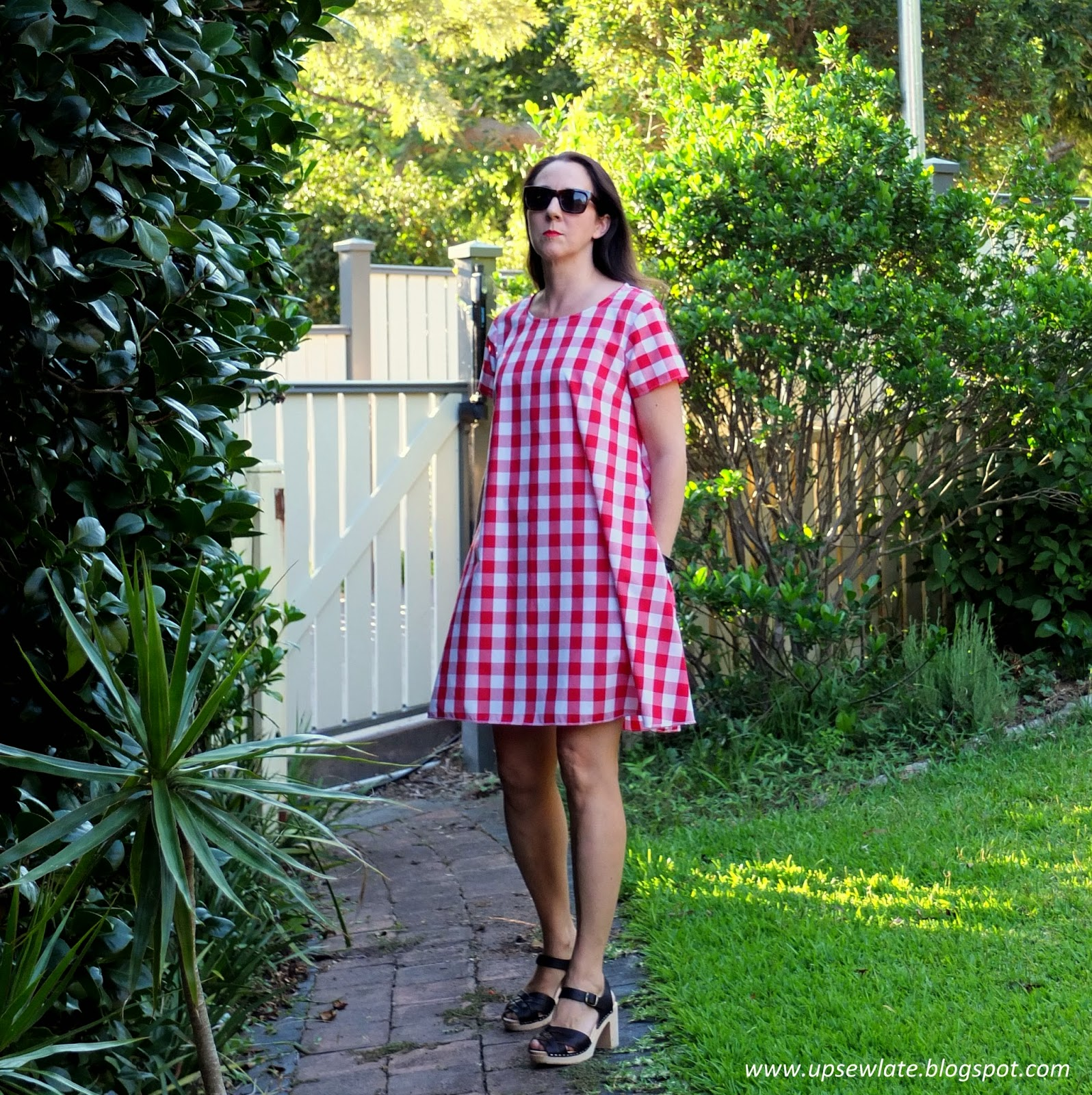 Up sew late picnic dress gabby i wish i could tell you the fabric was a cool 100 cotton or linen but sadly its just a cheap poly cotton from lincraft i simply fell for the oversized jeuxipadfo Gallery