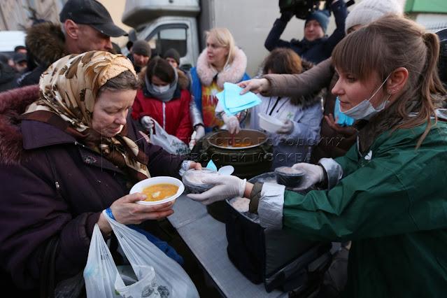 Активистка Расима Темербаева уже семь лет бесплатно кормит пенсионеров и нуждающихся в Алматы