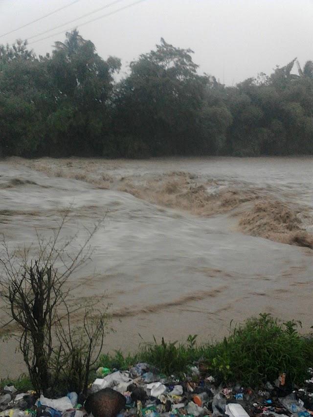 Banjir Melanda Kecamatan Cibingbin, Puluhan Kambing Hilang Terseret Arus