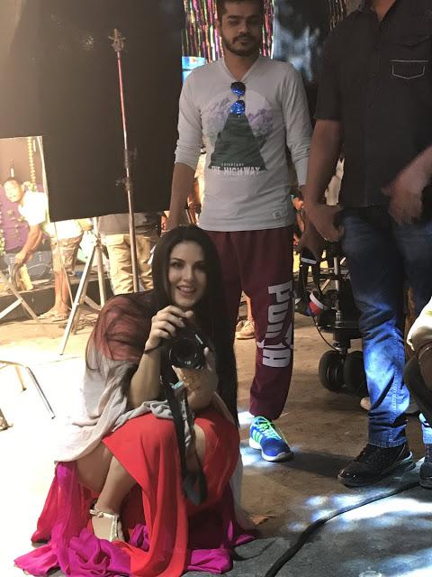 Sunny Leone Sizzling Hot Images