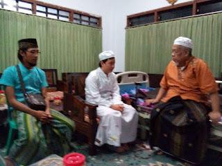 Pemuda Tionghoa Ucap Kalimat Syahadat di Hadapan Pengasuh Banyuanyar.