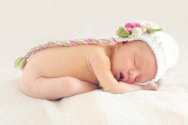 كم من الوقت يحتاج الطفل للنوم