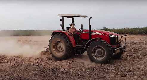Below is a simple outline of the key features and specs of the MF 4708 tractor by the Massey Ferguson company: