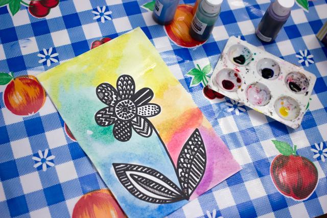 make pretty zentangle flower art withe the kids- great spring kids art project