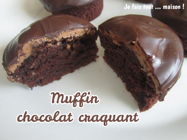 Muffins avec une coque de chocolat