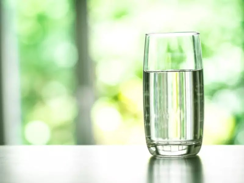 how much water should i be drinking to lose weight