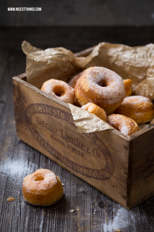 cronut rezept cronuts selber machen aus bl tterteig nicest things. Black Bedroom Furniture Sets. Home Design Ideas