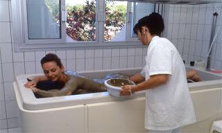 Авен-ле-Бен, Франци, воды курорта особенно эффективны при атопическом дерматите, крапивнице, экземе, псориазе