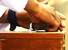 Hukum Mengedarkan Kotak Amal Saat Khutbah Jumat Berlangsung