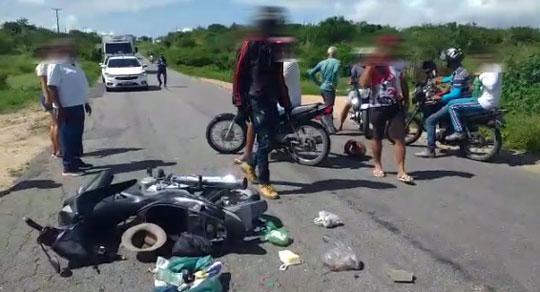 Idoso morre em colisão de motos na BA-120