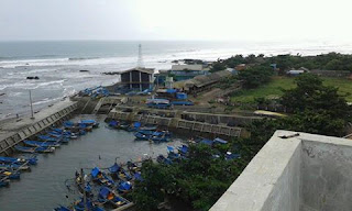 Suasana Dermaga Pelabuhan Jayanti Cidaun