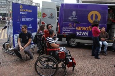 Paraoficina Móvel faz manutenção gratuita em cadeiras de rodas, órteses e próteses