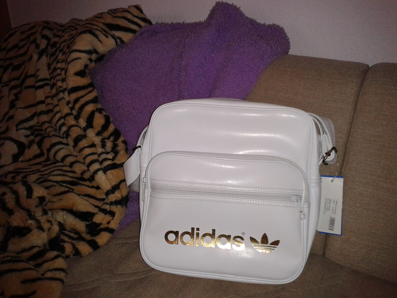 431e9b731 Kúpila som ju tu : http://www.snowboard-online.sk/taska-adidas -ac-sir-whitemetal-gold-13/