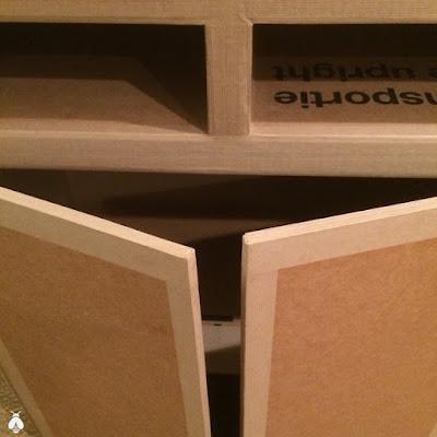 portes et charnières en carton