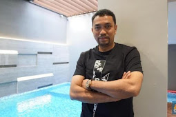 Life Story of Crazy Rich Tanjung Priok: Never Sleep on a Wagon