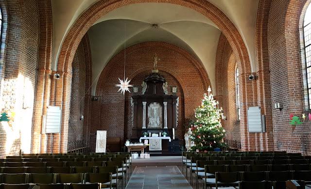 Küsten-Spaziergänge rund um Kiel, Teil 5: Jellenbek - Strand - Krusendorf - Jellenbek. Die Dreifaltigkeitskirche ist eine der Attraktionen auf dem Rundweg.