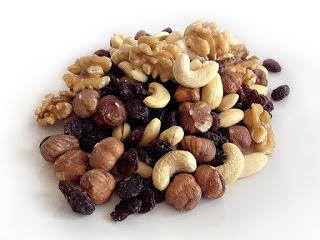 नट्स सेहत के लिए फायदेमंद, Healthy Dried Fruit Nuts in Hindi, health benefits of eating dry fruits, नट्स खाने के फायदे, nuts khane ke fayde, नट्स के फायदे, dry fruits benefits, Dried Fruit good for health, Nuts khane ke Fayde