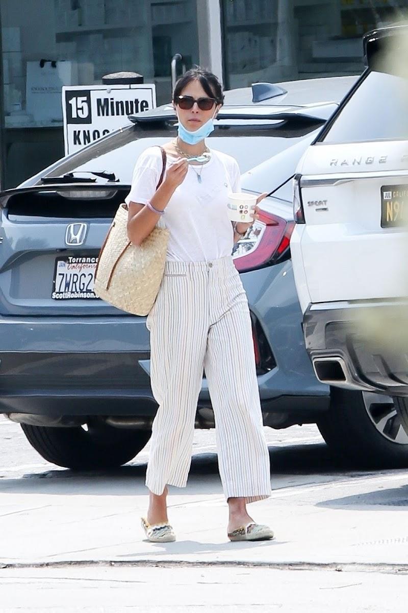 Jordana Brewster Out for Frozen Yogurt in LA 21 Aug -2020