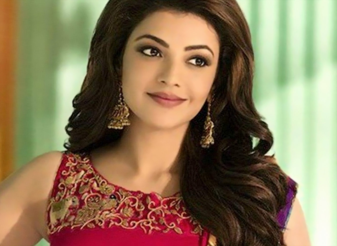 Kajal Agarwal Red Saree Hot Wallpaper