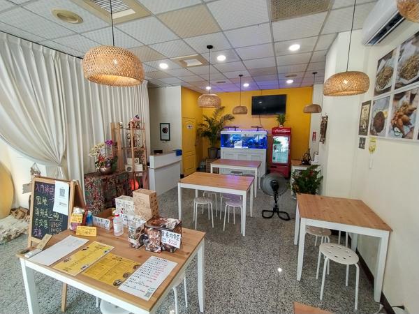 台中東區寶林咖啡館自由店馬來西亞素食料理,道地椰香飯經典小吃