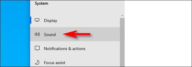 """في الإعدادات على Windows 10 ، انقر فوق """"الصوت""""."""