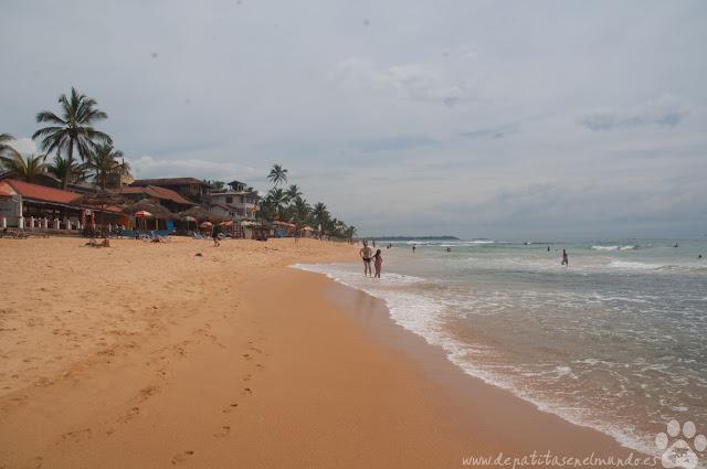 Playa de Hikkaduwa en Sri Lanka
