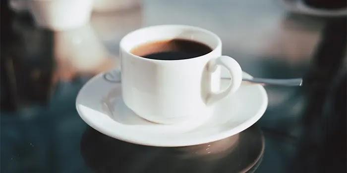 Minum secangkir kopi dan teh bisa memberi energi pada tubuh