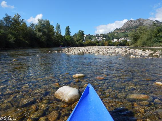 Canoa en el descenso del Sella